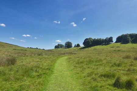 Country walk, path in a valley landscape created by Capability Brown, England, Great Britain. Panorama 스톡 콘텐츠