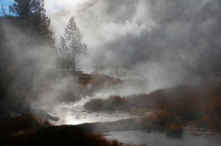 vapore acqueo: Tramonto nel Parco Nazionale di Yellowstone, Wyoming, Stati Uniti