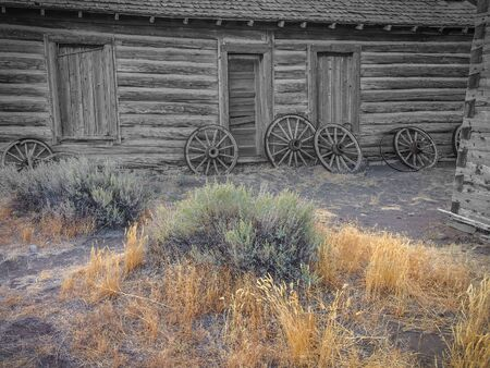 Old Wild West, oude gebroken houten wielen