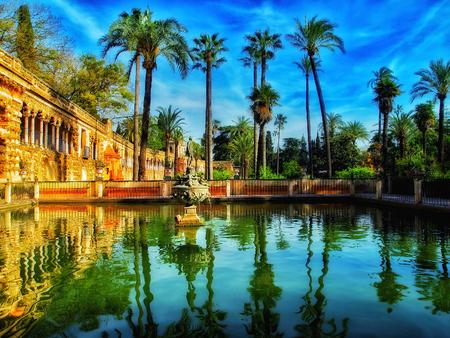 Vue sur le jardin d'été de l'Alcazar, Séville, Espagne Banque d'images - 80170647