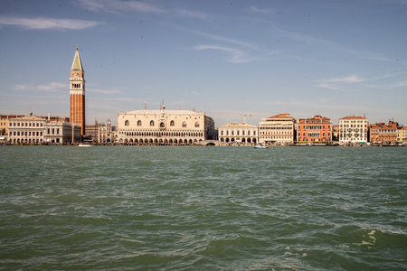 Venice, Italy, view from the lagoon of the Grand Canal. San Marco basin with a view of the riva degli schiavoni, with the ducal palace, st. Bell tower of San Marco, Marciana bookshop, palace of prisons, Danieli hotel. Imagens