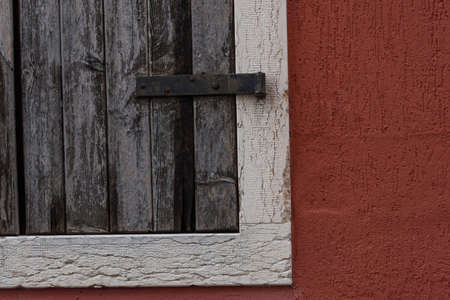 Detail of old wooden window. Vintage object with particular on the object iron closing hinge. Archivio Fotografico