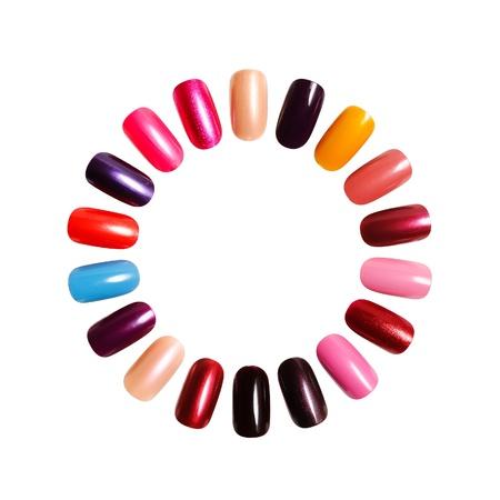 Cornice colorata. I dati sulle unghie contro uno sfondo bianco Archivio Fotografico