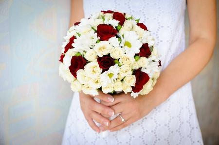 bruidsboeket in de handen van de bruid Stockfoto