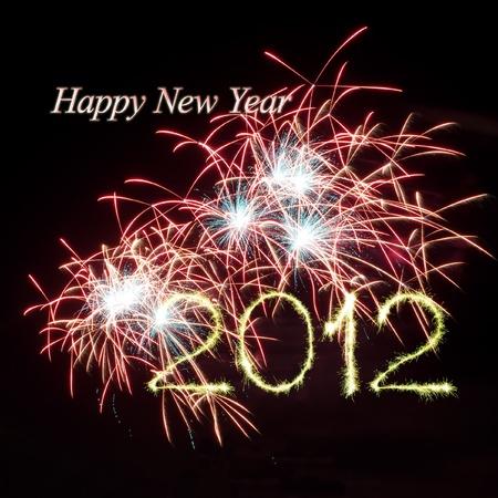 Nieuw jaar 2012 helder kleurrijk vuurwerk en groet van verschillende kleuren in de nachtelijke hemel Stockfoto - 11295450