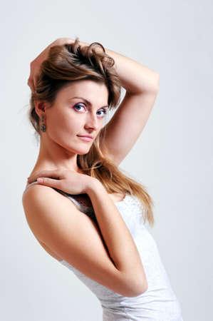 Közeli portré szexi kaukázusi fiatal nő, fehér háttér Stock fotó