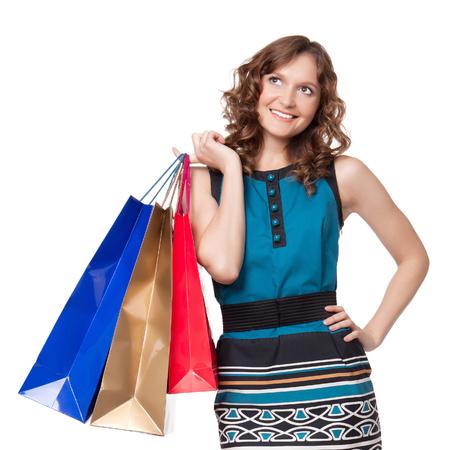 흰색 배경에 쇼핑 가방을 들고 젊은 여자의 초상화
