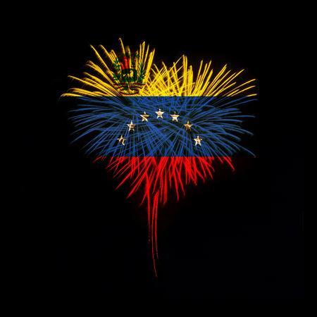 검정색 배경에 베네수엘라의 국기와 함께 붉은 심장 모양의 불꽃 놀이