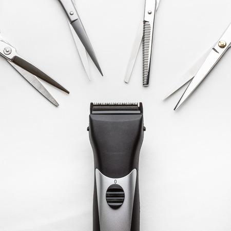 clippers vs schaar op een witte achtergrond