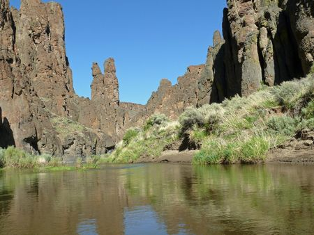 The Owyhee River isocated in the Owyhee-Bruneau Wilderness, a newly designated wilderness.  This newest American wilderness is centered on the Owyhee River and its tributaries in the southwest part of Idaho.  It was created by the 2009 Omnibus National Pu Banco de Imagens