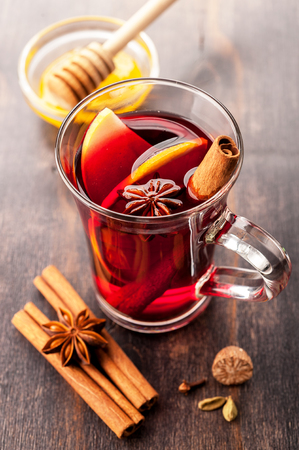 gluhwijn: Hot wine with honey and spices