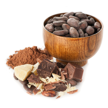Cacao-olie (boter), cacaobonen, cacaopoeder en donkere chocolade Stockfoto