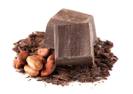 Fekete csokoládé és a kakaó bab mint fehér Stock fotó