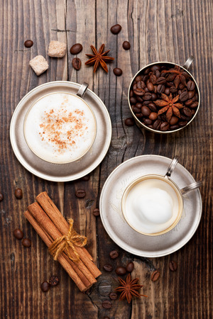 Coffee cappuccino cup on wooden table. Top view Standard-Bild