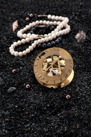 reloj de sol: reloj de sol viejo comp�s y tesoros