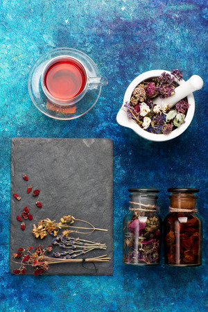 Dried herbs, flowers and herbal tea. concept herbal medicine. Imagens