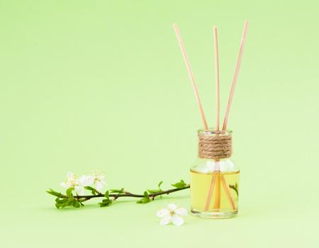 diffuser with wooden sticks Standard-Bild