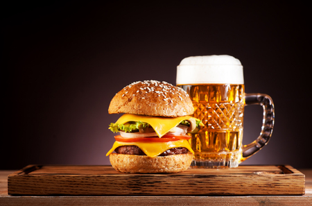 Burger and mug beer Standard-Bild