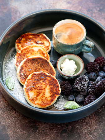 Pancakes with cottage cheese, honey and berries