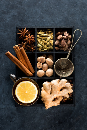 Spicy spices, lemon and ginger in a wooden box Stockfoto
