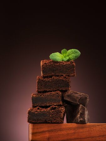 Brownies chocolate cake and pieces chocolate on a dark background Banco de Imagens