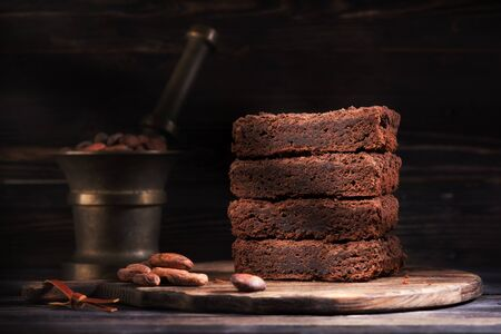 Pieces chocolate brownie cake and cocoa beans Banco de Imagens
