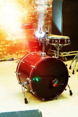 Fragment  musical drum set
