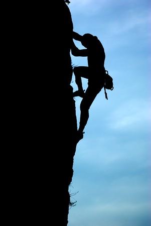 mountain climber: Silhouette di scalatore. Elemento di deisgn.