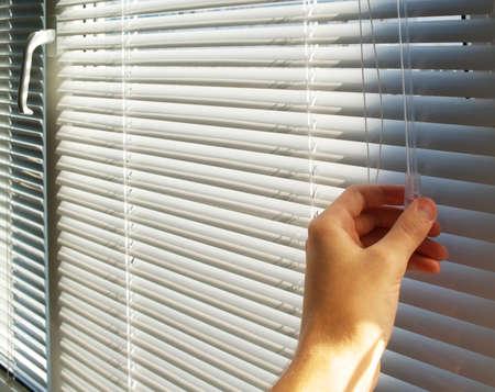 ventana abierta interior: Mano abra los celos. Elemento de dise�o.