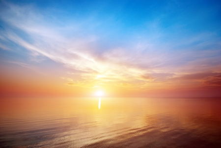 wschód słońca: PiÄ™kne seascape. SkÅ'ad natury. Zdjęcie Seryjne