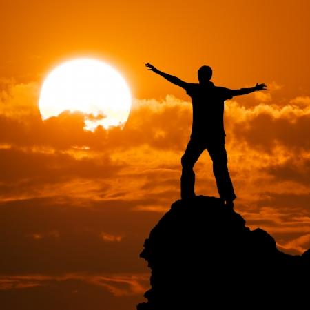 L'homme sur la crête de la montagne. Conceptual design.