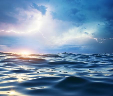 Storm op de zee. Samenstelling van de natuur. Stockfoto