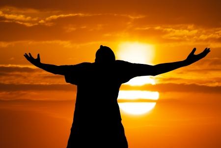 mano de dios: El hombre adorar a Dios. Elemento de diseño.