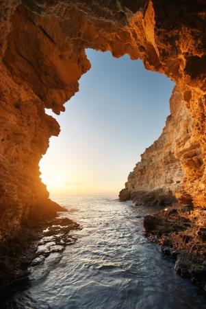 grotte: A l'int�rieur de grand-voile. Composition de la nature.
