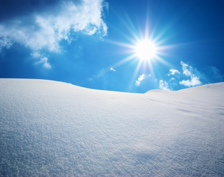 Collines de neige. Composition selon la nature.