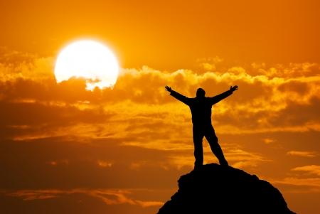 Homme au sommet de la montagne Banque d'images