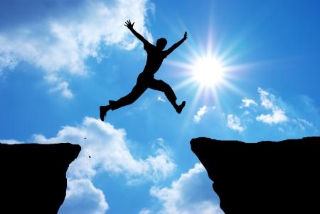 Man springen door het gat. Onderdeel van het ontwerp. Stockfoto