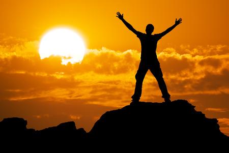 silueta hombre: Silueta del hombre y el cielo hermoso. Elemento de diseño. Foto de archivo