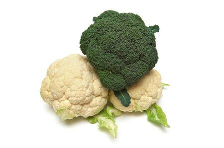 coliflor: Aislado de la coliflor en blanco. Elemento de diseño de la comida. Foto de archivo
