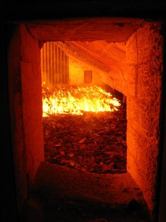 石炭焚きボイラー炉の火と水のストーカー 写真素材