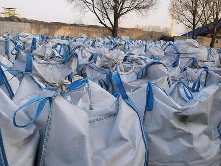 大きな袋に廃棄物等の貯蔵
