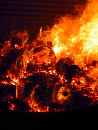 ボイラー炉内の炎をすりおろす、開いているマンホールで様子を見る 写真素材