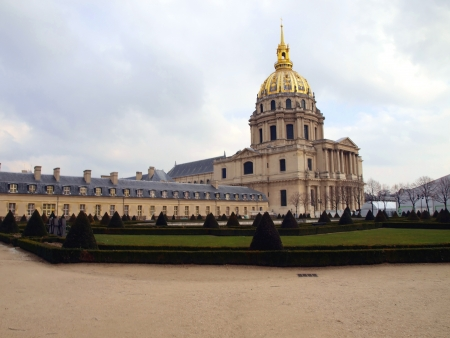 Church Disabled, Disabled Tum  me des Invalides  - Paris monumental church built in 1706 by Jules Hardouin-Mansart on the instructions of the Sun King, Louis XIV  Burial place of Napoleon Bonaparte Stock Photo