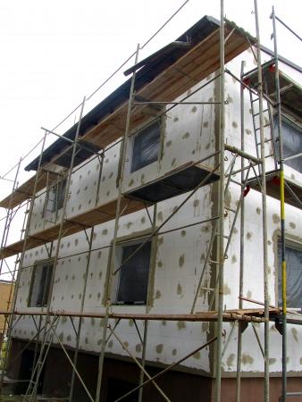 andamio: El aislamiento térmico de la construcción de paredes con el uso de espuma de poliestireno separado