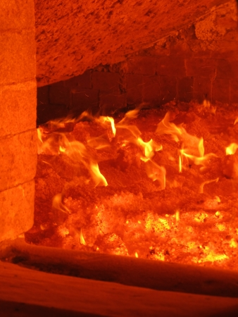 retort: fire in the boiler furnace grate, the view through the hatch