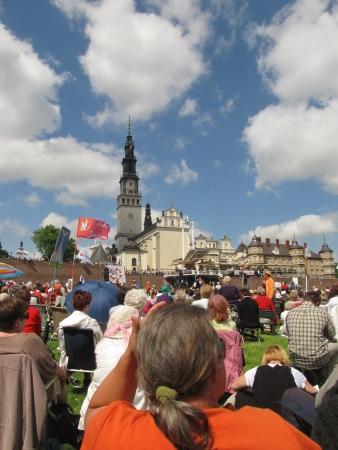 pfingsten: VII. Kongress der Katholischen Charismatischen Erneuerung Czestochowa, Polen, Treffen und Anbetung vor dem Jasna Gora am 19. Mai 2013, am Vorabend von Pfingsten Editorial