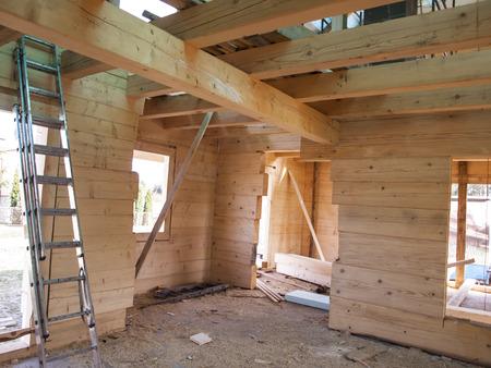 フラグメント構造木造ログハウス建設中 写真素材 - 39370577