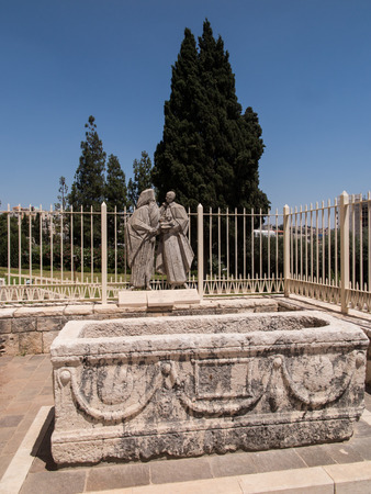 vi: NAZARETH, ISRAEL-July 08, 2015: statue of Pope Paul VI and Patriarch Atenogoras I that is next to the Basilica of the Annunciation in Nazareth, Israel Editorial