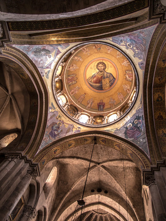 church of the holy sepulchre: The dome of the Catholicon which the church at the center of the Church of the Holy Sepulchre in Jerusalem, Israel.