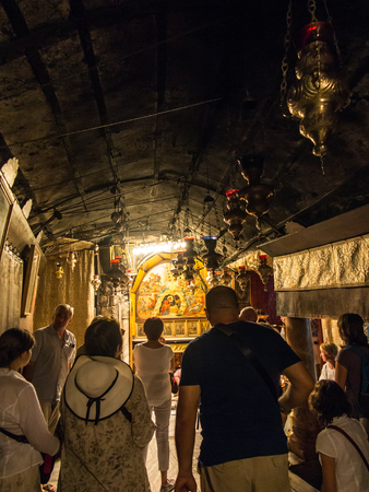 arrepentimiento: BETHLEHEM - JULY 12, 2015, ISRAEL: A silver star marks the traditional site of the birth of Jesus in Bethlehems Church of the Nativity, Bethlehem, Israel on July 12, 2015.